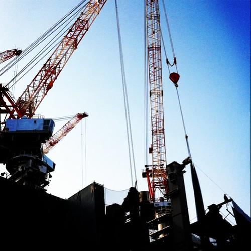 (^o^)ノ < おはよー! 小っちゃくてわかんないかもしれないけど、朝からおじさん頑張ってるよ! 今日も笑顔で、がんばろ~!p(^_^)q #Osaka #Abeno #morning #crane