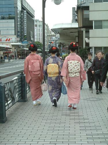maikos por la calle shijo_rio