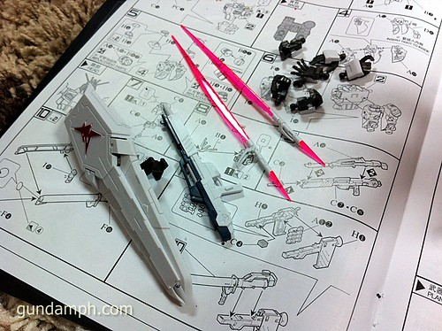 Building MC RX-93 Nu Gundoom Gundam (18)