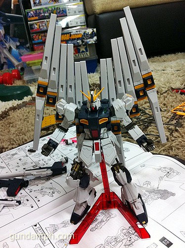 Building MC RX-93 Nu Gundoom Gundam (17)