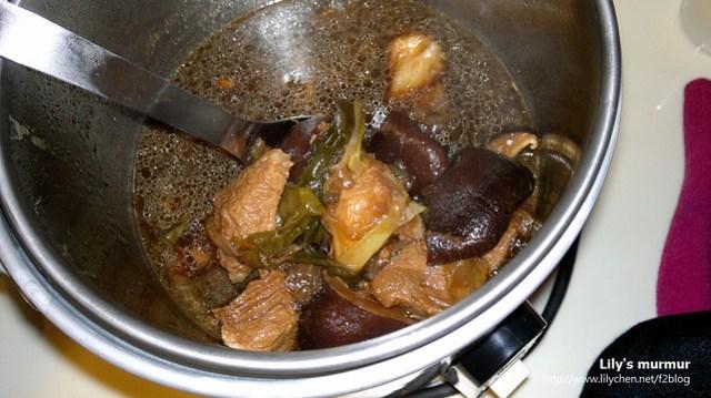 香菇滷肉,冰糖放太多了,但整體來說還算不錯,都有入味。但這不是尼的菜...