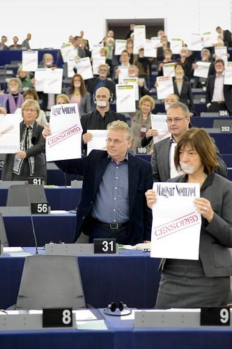 Mercredi 19 Janvier 2011: Des Unes blanches pour contester la loi de Victor Orban sur les médias