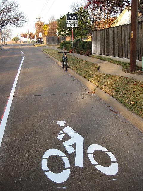 Bike Lane Ends - Apollo West Side