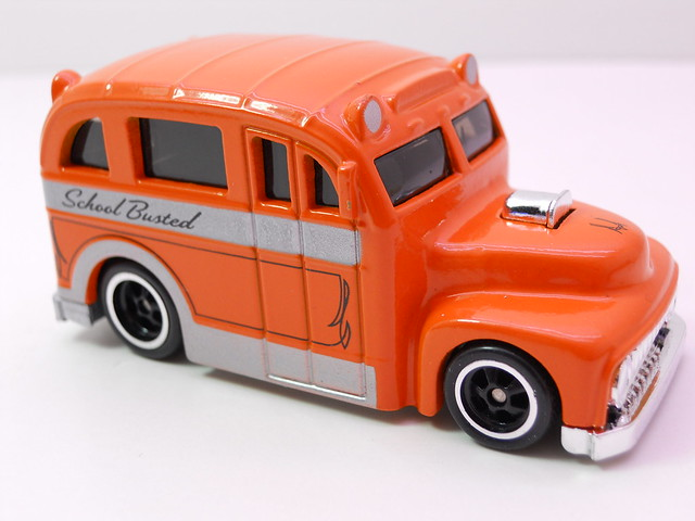 hot wheels larrys garage school busted orange (2)