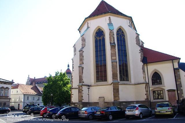 這是The Stolnica教堂的後方,還是同一棟建築喔!