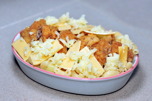 Baked Macaroni with cheese and fried chicken