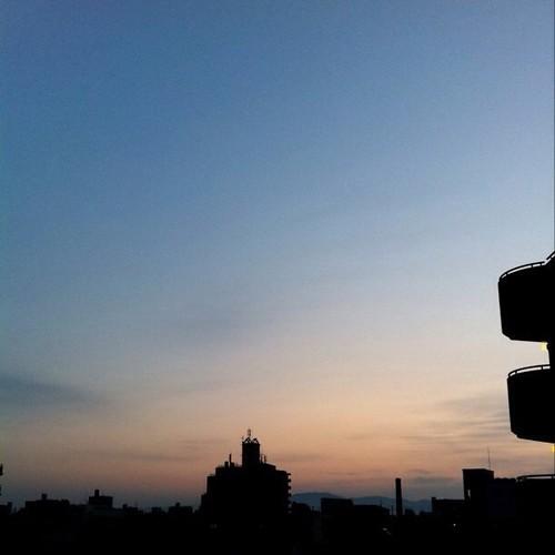 (^o^)ノ < おはよー! 今朝の大阪、いい感じです。今週も笑顔でよろしくー! #Osaka #morning