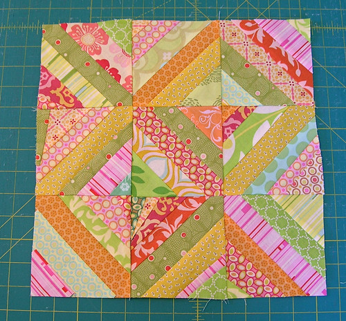 Do Good Stitches scrappy bee block