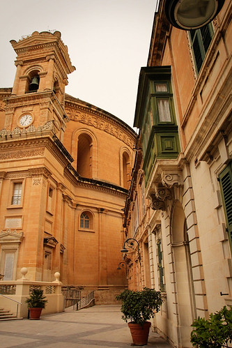 Mosta-Dome-and-Side-Street