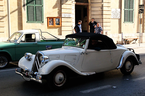 Classic-car-in-action