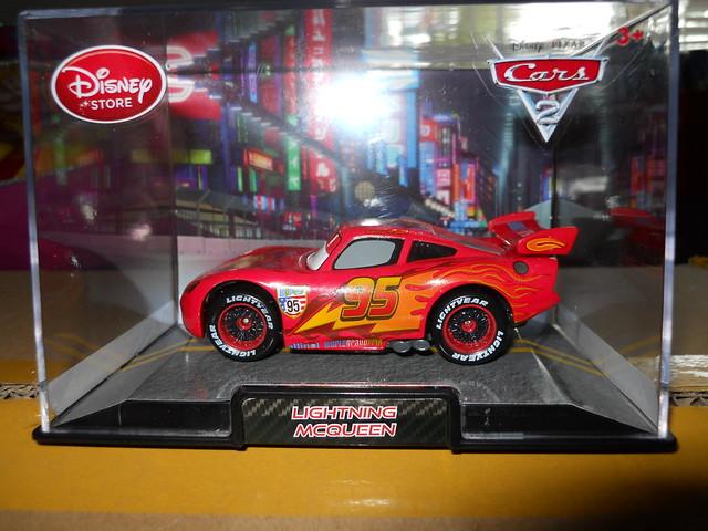 DISNEY STORE CARS 2 RACE TEAM LIGHTNING MCQUEEN
