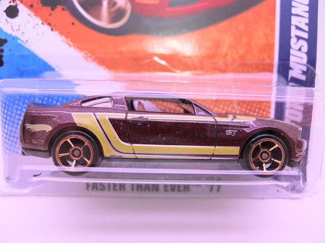 hot wheels 2010 ford mustang gt burgundy (2)