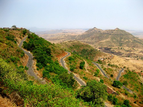 Fort Purandar road by bradbeamana
