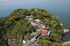 江の島めぐり―展望灯台から奥津宮(Okutsumiya shrine from lighthouse, Enoshima, 2011)