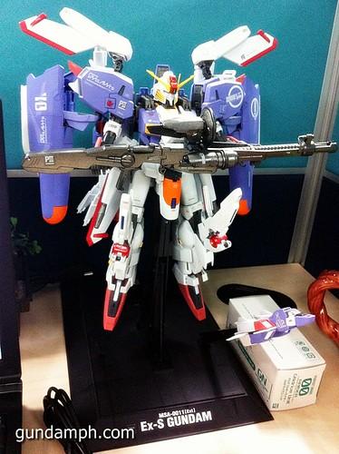 MG EX-S Gundam Custom Painted (1)