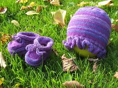 HatAndBooties_2010_10_16_Fabel330_purples