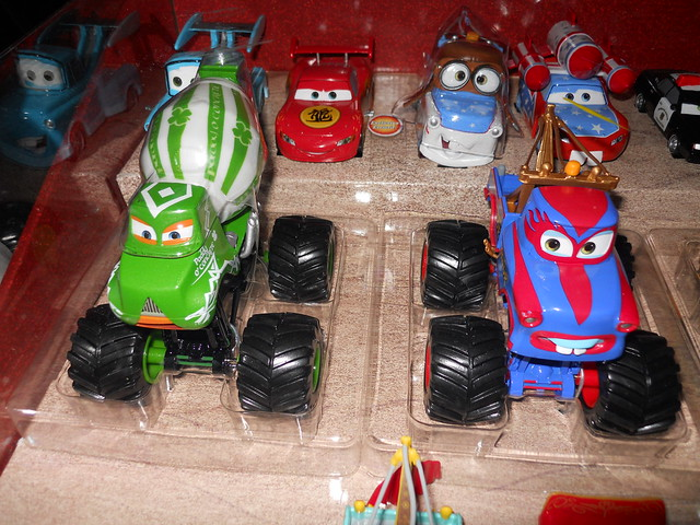 Disney Store CARS TOON 20 Car Set (5)