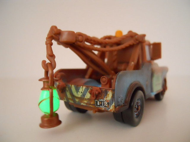 Disney Cars chase mater with glow lantern (4)