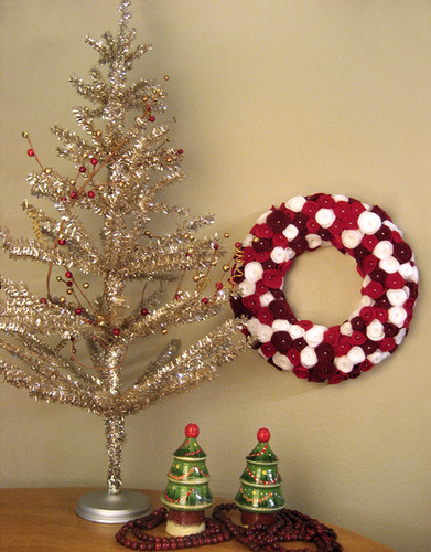 Rosette Wreath next to Tinsel Tree