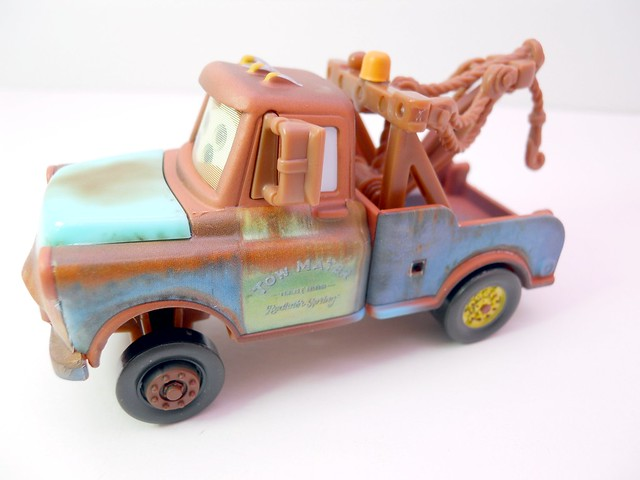 disney cars chase mater with hood  (4)