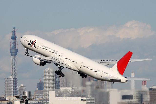 JAL B777-300(JA8942)