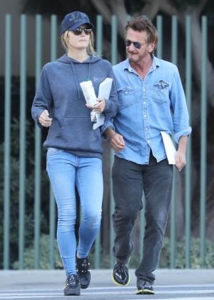 Sean Penn está namorando atriz 32 anos mais nova