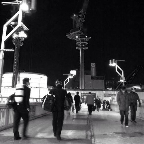 さぁ、帰ろう! たまには、モノクロもイイよね。みんなー、お疲れ様でした。☆。.:*:・'゜ヽ( ´ー`)ノ まったね~♪ #Osaka #crane