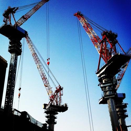 青空にクレーン! あと半日、がんばろ~!v( ̄Д ̄)v イエイ #blue_sky #crane