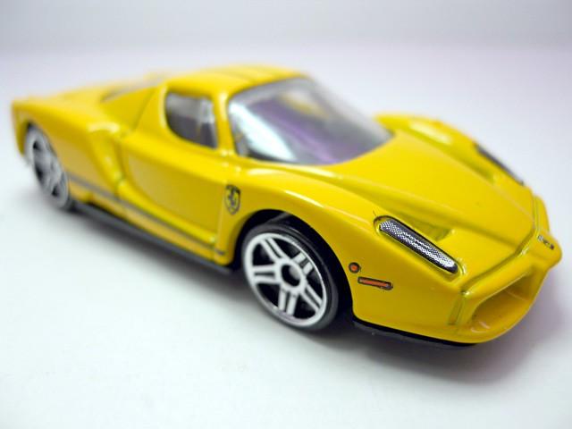 hot wheels enzo ferrari yellow (2)