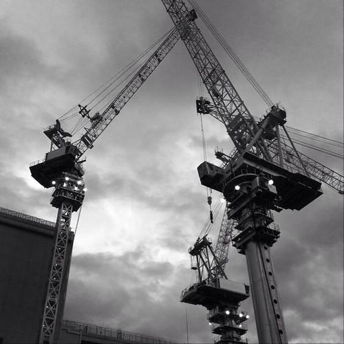 モノクロ… あと半日がんばろ~! p(^_^)q #noon #Osaka #Abeno #crane