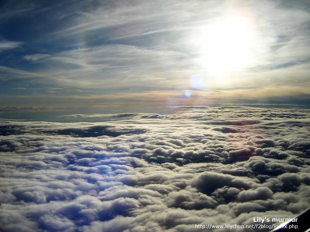 雲層之上的美麗風景。