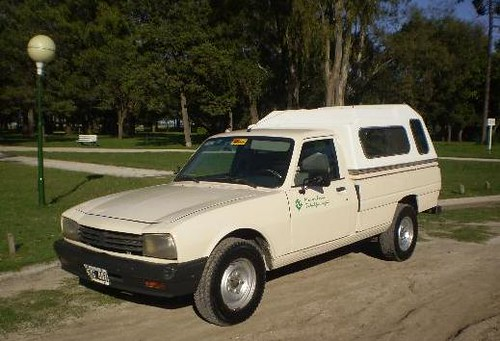 Peugeot 504 Pick Up: Recordada Camioneta para Uso Rural