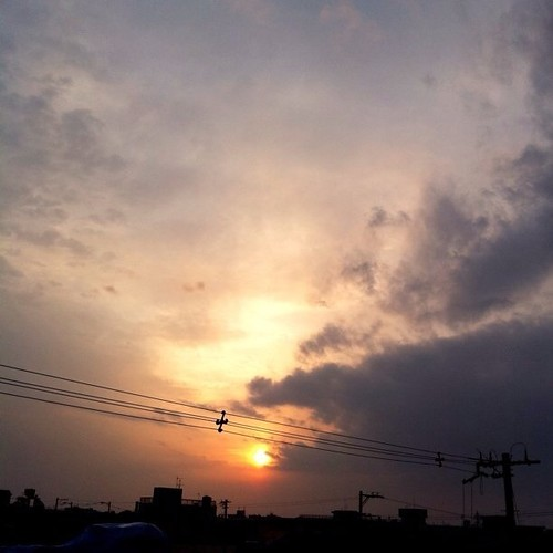 夕陽です。今日もお疲れ様でした。☆。.:*:・'゜ヽ( ´ー`)ノ まった明日ね~