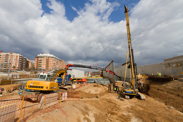 Zona subestación eléctrica - Montando nueva máquina - 22-03-11