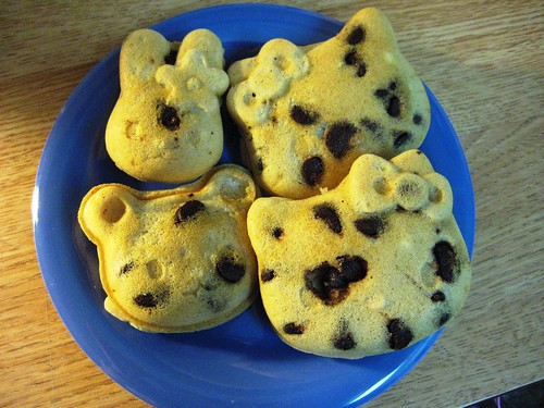 cinnamon chocolate chip hello kitty waffles