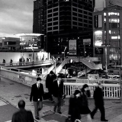 阿倍野歩道橋は、今日も人が行き交う。みなさん、お疲れ様でした。☆。.:*:・'゜ヽ( ´ー`)ノ まったね~♪ #Osaka #Abeno #night
