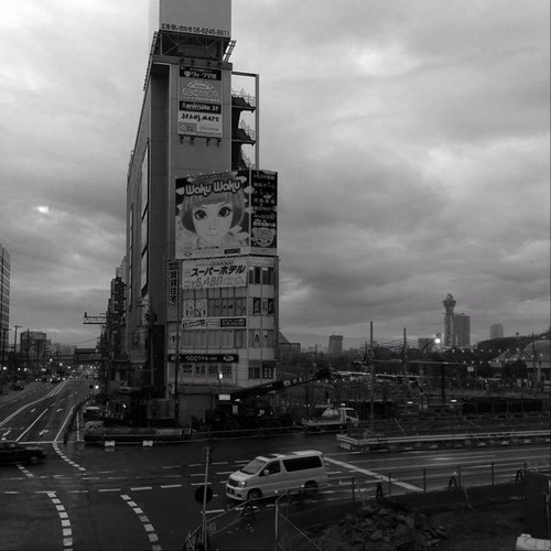 雨の街を… みなさん、こんにちは! 今日は雨模様だけど、あと半日楽しみましょう! #Osaka #Abeno