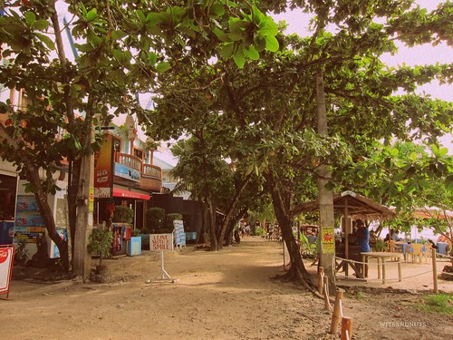 The other side of Alona Beach at daytime