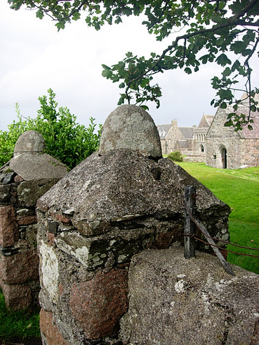 Iona-gate-and-abbey