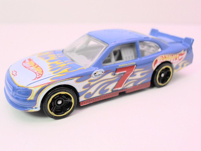 hot wheels danica patrick 2010 chevy impala (2)