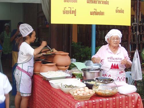 201102020322_food-stall