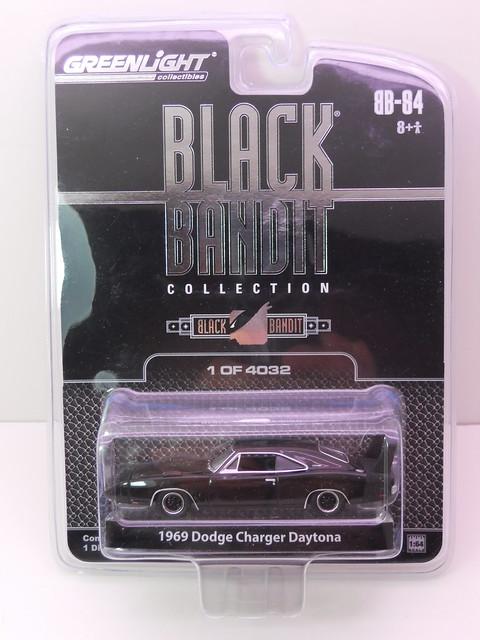 greenlight black bandit 1969 dodge charger daytona (1)