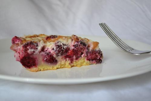 blackberries and cream cheesecake
