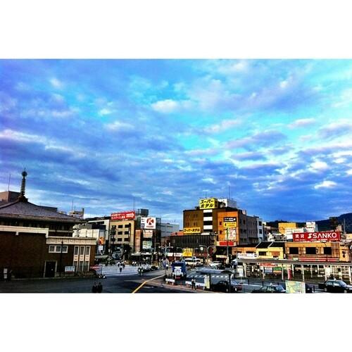 JR奈良駅前。そして、これが900投稿目です。まだまだ、がんばるぞー!v( ̄Д ̄)v イエイ #sunset