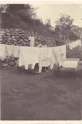 Salatiga aug 1920 onze wasch in pension Nijland