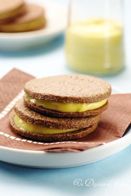 Chocolate sandwich cookies with mango cream