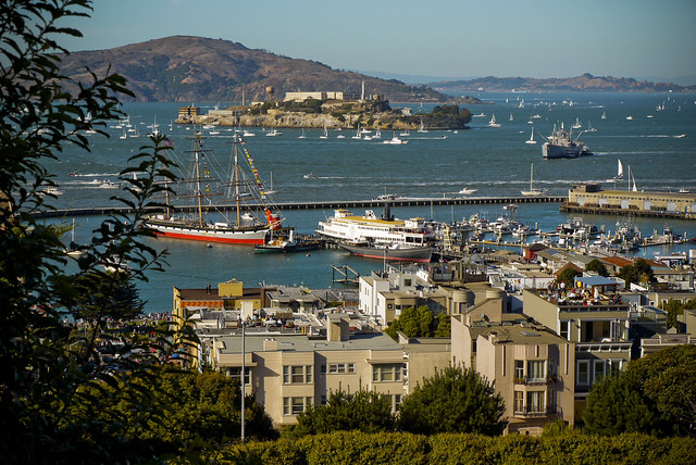Alcatraz, surrounded by happy little boats on a gorgeous day