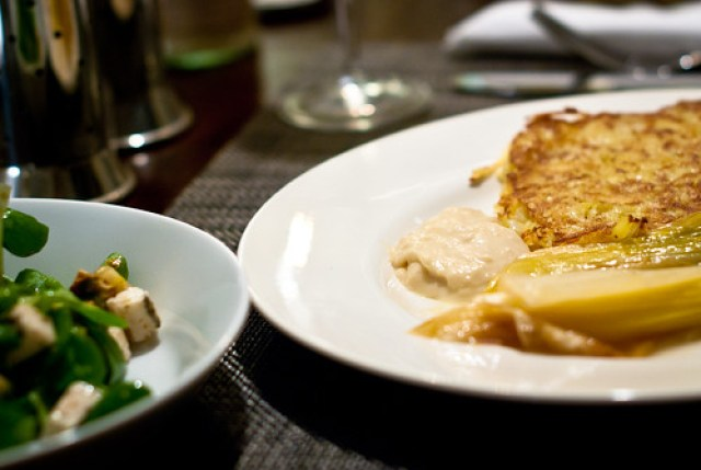 Aardappelkoekjes met prei in witte wijn