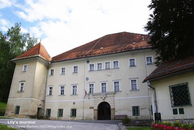 西元1629年重建的Svečina城堡,現在變成村子內的農業學校。