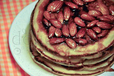 Pancakes cu migdale si sirop de agave